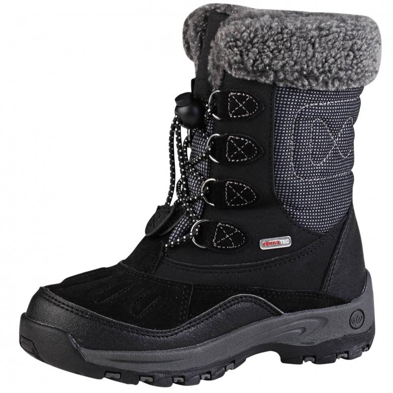 СапогиЧерные сапоги на шнуровке марки REIMA. Водонепроницаемые сапоги на теплой подкладке из искусственного меха. Шнуровка обеспечивает отличное прилегание и комфорт, прочная гибкая подошва не скользит. Рисунок на съемных стельках позволяет правильно выбрать размер. На задней части есть светоотражающие детали для безопасности ребенка.<br><br>Размер: 31<br>Цвет: Черный<br>Пол: Для девочки<br>Артикул: 603839<br>Страна производитель: Китай<br>Сезон: Осень/Зима<br>Материал верха: Полиэстер, Полиуретан, Натуральная кожа<br>Материал подкладки: Текстиль<br>Материал стельки: Текстиль<br>Материал подошвы: Резина<br>Бренд: Финляндия<br>Температура: от 0° до -20°