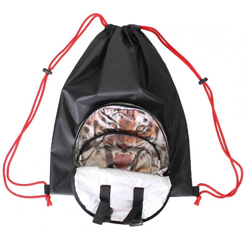 Мешок-рюкзак складной ТигрМешок-рюкзак складной Тигр черного цвета маркиRT.<br>Волшебный складной мешок-рюкзак превращается в сумку, похожую на голову зверя. Маленькая сумка раскрывается и превращается в большой мешок с лямками для плеч.<br>Идеально подходит для использования в качестве сменки или всего, чего так хочется носить в рюкзаке за плечами. Мешок очень легкий и благодаря липучкам крепится на любой самокат или велосипед.<br>Мешок выполнен из плотной плащевой ткани с водоотталкивающей пропиткой OXFORD 400 черного цвета. Очень прочный и надежный материал чехла прослужит вам долго. Благодаря прочным веревкам его можно носить за спиной как рюкзак. С помощью 2-х карабинов Вы сможете открывать и затягивать мешок. На мешке продуман большой и удобный карман с логотипом RT на прочной молнии. А внутри этого кармана - карман на молнии меньшего размера.<br>Размер: 45х36 см;<br>Размер в сложенном виде: 18х22х3 см;<br>Вес: 0,2.<br><br>Цвет: Черный<br>Пол: Не указан<br>Артикул: 650805<br>Бренд: Россия<br>Страна производитель: Китай<br>Размер: Без размера