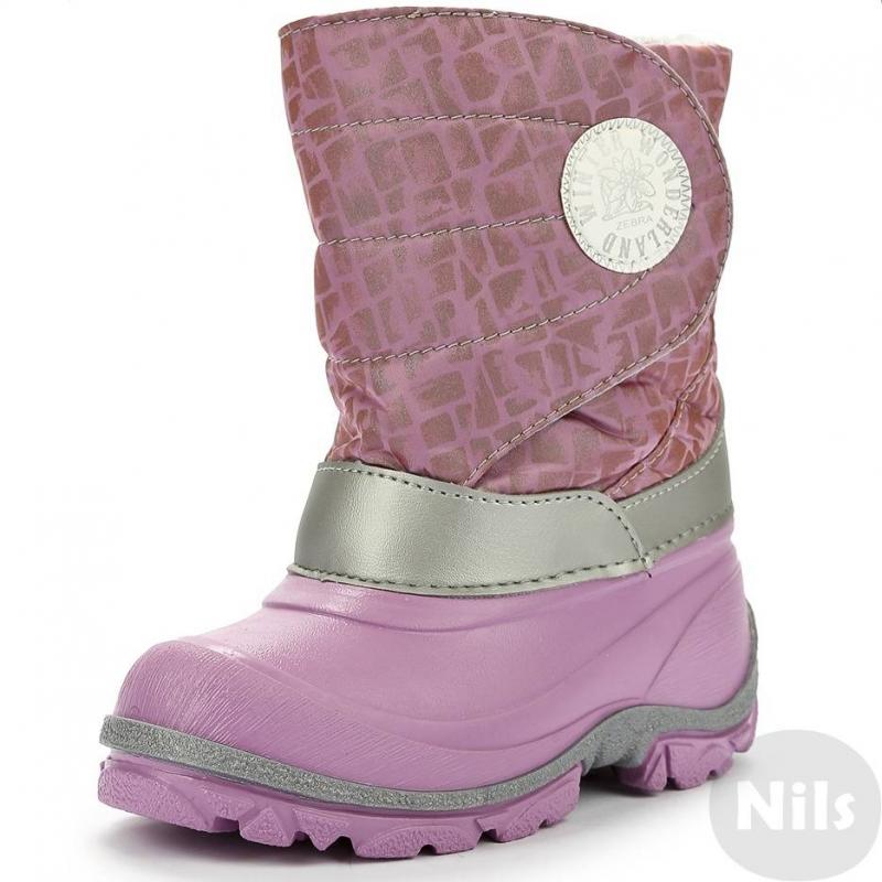 СапогиСапоги малиновыенепромокаемые марки ZEBRA (ЗЕБРА) для девочек. Сноубутсы с теплой шерстяной подкладкой. Верх и подошва сапога выполнены из ПВХ, голенище - из текстиля (нейлон) с отделкой из серебристой искусственной кожи. Удобная регулируемая застежка-липучка.<br><br>Размер: 30<br>Цвет: Малиновый<br>Пол: Для девочки<br>Артикул: 006236<br>Страна производитель: Болгария<br>Сезон: Осень/Зима<br>Материал верха: Текстиль / Резина<br>Материал подкладки: Текстиль<br>Материал стельки: Текстиль<br>Материал подошвы: ПВХ (поливинилхлорид)<br>Бренд: Россия