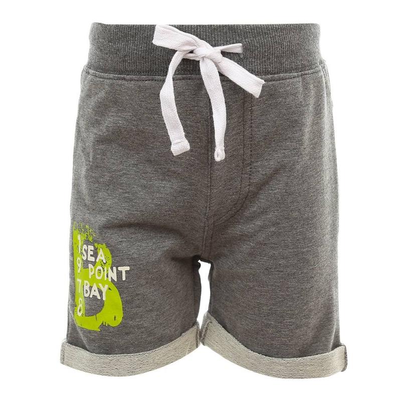 ШортыШорты серогоцвета из коллекции Party Bay марки Sweet Berry для мальчиков.<br>Стильные шорты, выполненные из хлопка с добавлением эластана, украшены декоративнымиотворотами и стильным принтом. Модель дополнена эластичной резинкой на поясе и регулируемым шнурком.<br><br>Размер: 18 месяцев<br>Цвет: Серый<br>Рост: 86<br>Пол: Для мальчика<br>Артикул: 686885<br>Бренд: Италия<br>Страна производитель: Китай<br>Сезон: Весна/Лето<br>Состав: 95% Хлопок, 5% Эластан