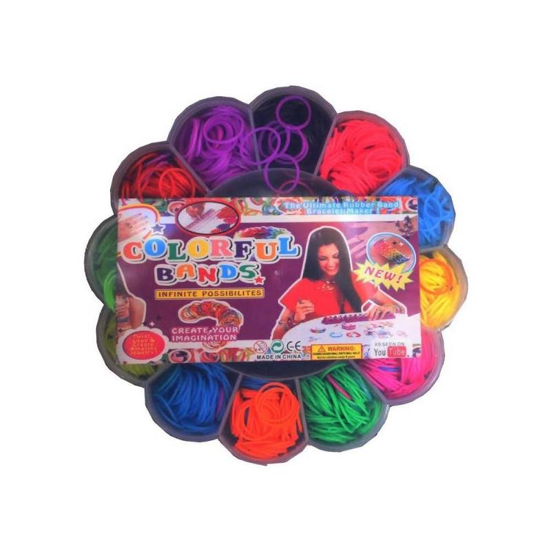 Набор цветных резинок для плетения фенечек Цветочек 700 штНабор цветных резинок для плетения фенечек Цветочек 700 шт. маркиColorful Bands.<br>С красочным набором резинок юная модница сможет создать множество разнообразных браслетов. Плетенение развивает у ребенка фантазию, тренирует мелкую моторику и усидчивость. Благодаря удобному станку для плетения и подробной инструкции процесс создания украшений будет легким и интересным.<br>Комплектация:700 резинок, крючок, бусинки.<br>Рекомендовано для детей от 8 лет.<br><br>Возраст от: 8 лет<br>Пол: Для девочки<br>Артикул: 658786<br>Страна производитель: Китай<br>Размер: от 8 лет