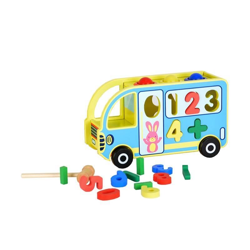 Логический автобус-каталкаЛогический автобус—каталка марки Папа Карло.<br>Красочный автобусизготовлен из дерева иимеетотверстия различных форм и красочные элементы. Ребенку необходимо правильно найти каждой детали ее домик. Все детали выполнены из дерева и окрашены безвредной краской. Благодаря игрушке ребенок познакомится с цифрами, геометрическими предметами, а также будет развивать логическое мышление и мелкую моторику.<br>Рекомендовано для детей от2 лет.<br><br>Возраст от: 2 года<br>Пол: Не указан<br>Артикул: 660193<br>Бренд: Россия<br>Страна производитель: Россия<br>Размер: от 2 лет