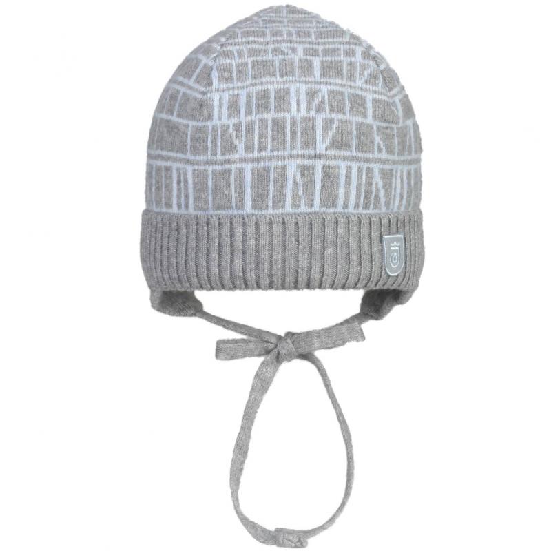 ШапкаТеплая шерстяная шапка серого цвета марки JACOTE для малышей. Шапка с голубым вязаным рисункомиз шерстяного трикотажа с добавлением кашемира и вискозы, имеет подкладку из натурального хлопка и удобные завязки.<br><br>Размер: 12 месяцев<br>Цвет: Серый<br>Размер: 44-46<br>Пол: Не указан<br>Артикул: 602910<br>Страна производитель: Россия<br>Сезон: Осень/Зима<br>Состав: 5% Кашемир, 40% Шерсть, 30% Вискоза, 25% Полиамид<br>Состав подкладки: 100% Хлопок<br>Бренд: Россия