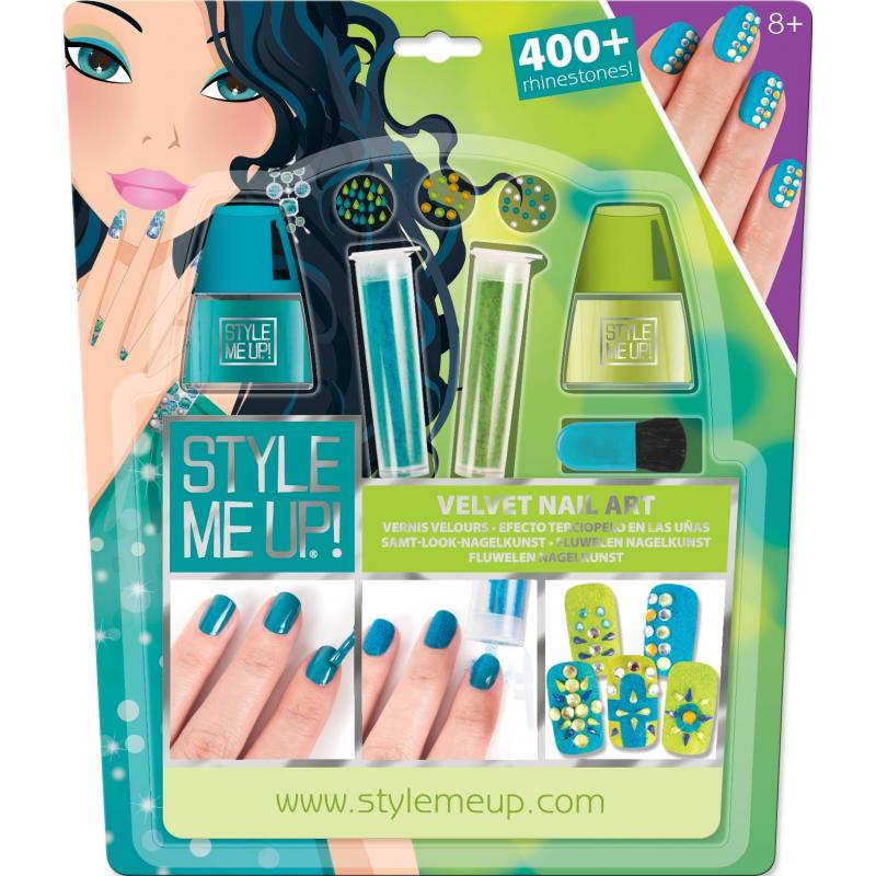 Бархатный маникюр со стразамиБархатный маникюр со стразамимарки Style me up!<br>Яркий набор для маникюра даст возможность юным модницам сделать стильный бархатный дизайн на своих ногтях.<br>Комплектация:<br>- 2 флакона лака для ногтей зеленого и голубого цветов;- 2 флакона бархатного порошка зеленого и голубого цветов;- более 400 цветных страз, разных по размеру и форме;- кисточка;- специальная ручка-держатель для страз;- иллюстрированная инструкция.<br>Рекомендовано для детей от 8 лет.<br><br>Возраст от: 8 лет<br>Пол: Для девочки<br>Артикул: 658808<br>Страна производитель: Китай<br>Бренд: Канада<br>Размер: от 8 лет