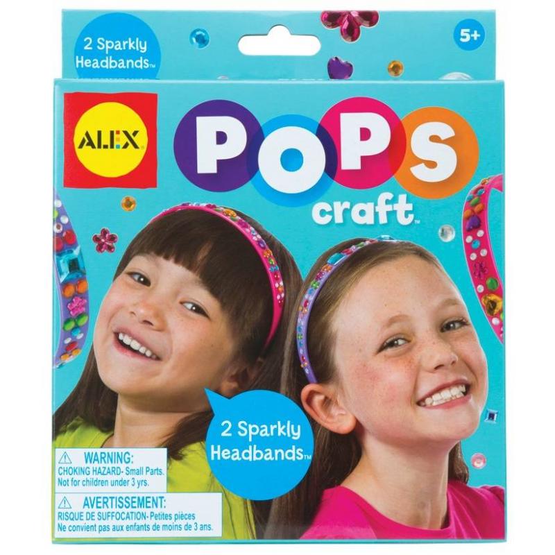 Набор Два блестящих ободка со стразамиНабор Два блестящих ободка со стразами серии Pops Craft марки ALEX для девочек.<br>Маленькая модница сможет сделать своими руками два гламурных ободка для волос.<br>В набор входят: 2 пластиковых обруча и 95 различных наклеек-страз для декора.<br>Размер упаковки: 15,9х15,2х10,8 см.<br><br>Возраст от: 5 лет<br>Пол: Для девочки<br>Артикул: 698093<br>Бренд: США<br>Страна производитель: Китай<br>Размер: от 5 лет