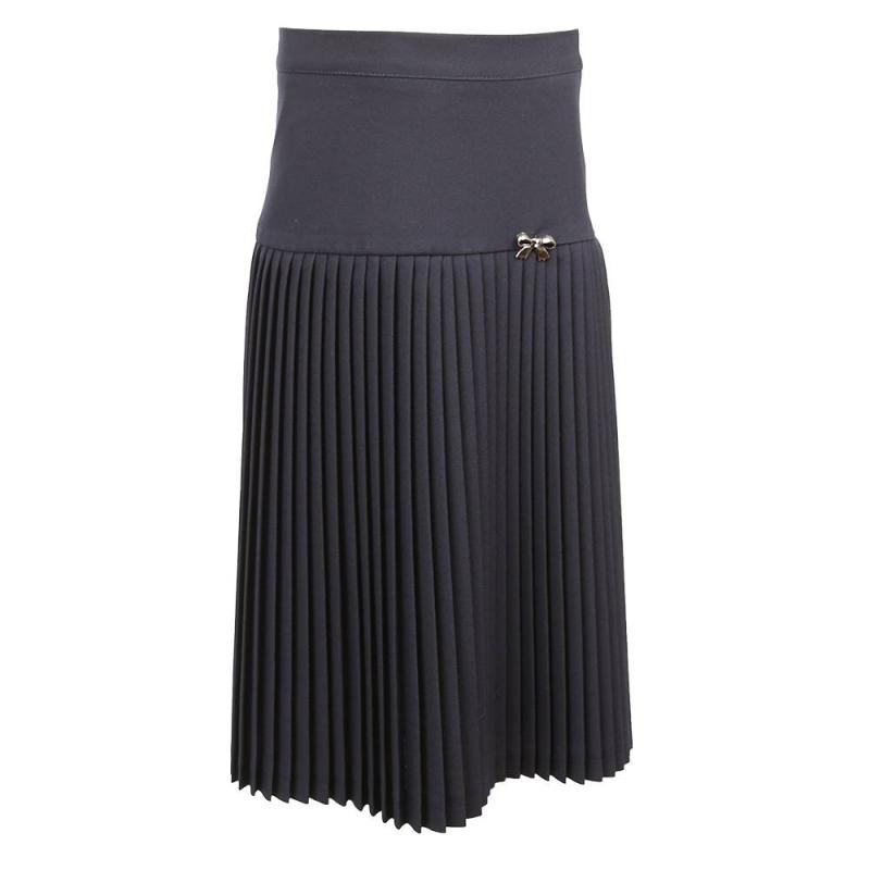 ЮбкаЮбка темно-синегоцвета модели К40 марки Смена.<br>Классическая плиссированная юбка на подкладке выполнена из качественной ткани, которая отлично держит форму и проста в уходе. Модель украшена декоративным элементом, а также дополнена резинкой на поясе. Юбка застегивается на удобную боковую молнию,которая фиксируетсяпуговицей.<br>Модель отлично сочетается с блузками и водолазками.<br><br>Размер: 7 лет<br>Цвет: Темносиний<br>Размер: 122/64<br>Пол: Для девочки<br>Артикул: 702772<br>Бренд: Россия<br>Страна производитель: Россия<br>Сезон: Всесезонный<br>Состав: 100% Полиэстер<br>Состав подкладки: 52% Полиэстер, 48% Вискоза
