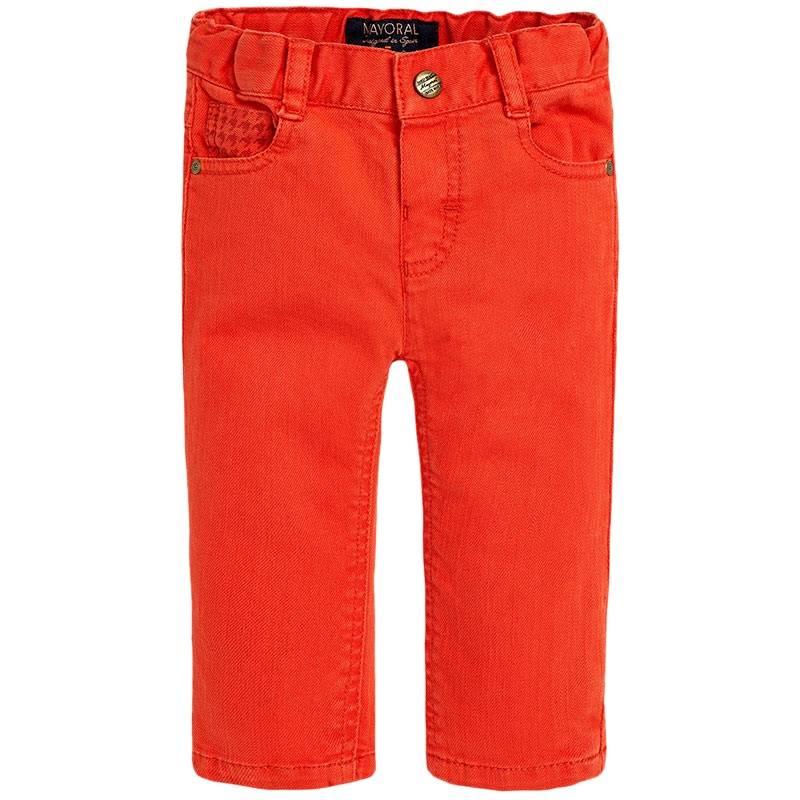 ДжинсыДжинсыкрасногоцвета марки Mayoral для мальчиков.<br>Яркие джинсы выполнены из хлопка с добавлением эластана и декорированы оригинальным принтом, а также стильной вышивкой. Модель дополнена передними и задними карманами. Регулируемый пояс на резинке обеспечивает идеальную посадку на талии.<br><br>Размер: 9 месяцев<br>Цвет: Красный<br>Рост: 74<br>Пол: Для мальчика<br>Артикул: 710023<br>Страна производитель: Индия<br>Сезон: Осень/Зима<br>Состав: 98% Хлопок, 2% Эластан<br>Бренд: Испания<br>Вид застежки: Кнопки