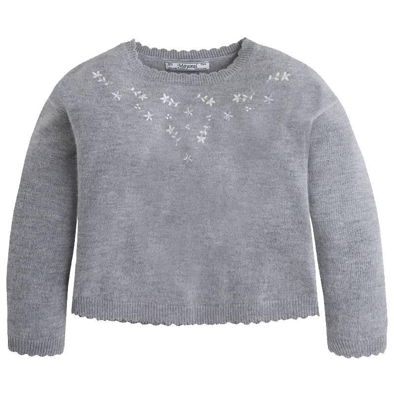 СвитерСвитерсерого цвета марки Mayoral для девочек.<br>Стильный вязаный свитер с длинным рукавом выполнен из приятной на ощупь ткани с добавлением ангоры. Модель декорирована стразами и стильной вышивкой. Свитер прекрасно дополнит повседневный образ ребенке.<br><br>Размер: 7 лет<br>Цвет: Серый<br>Рост: 122<br>Пол: Для девочки<br>Артикул: 710397<br>Страна производитель: Китай<br>Сезон: Осень/Зима<br>Состав: 45% Акрил, 45% Полиамид, 10% Ангора<br>Бренд: Испания