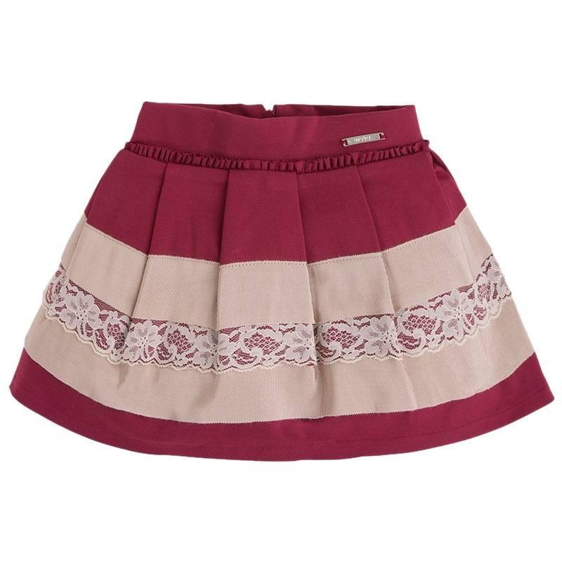 ЮбкаЮбка бордового цвета марки Mayoral.<br>Стильная юбка на подкладке, выполненная из приятной на ощупь ткани с добавлением вискозы, декорирована нежными оборками, рюшами, и кружевом. Модель застегивается сзади на потайную молнию и дополнена регулирующей размер резинкой.<br><br>Размер: 9 лет<br>Цвет: Бордовый<br>Рост: 134<br>Пол: Для девочки<br>Артикул: 900441<br>Бренд: Испания<br>Страна производитель: Китай<br>Сезон: Осень/Зима<br>Состав: 71% Вискоза, 26% Полиамид, 3% Эластан<br>Состав подкладки: 80% Полиэстер, 20% Хлопок<br>Вид застежки: Молния