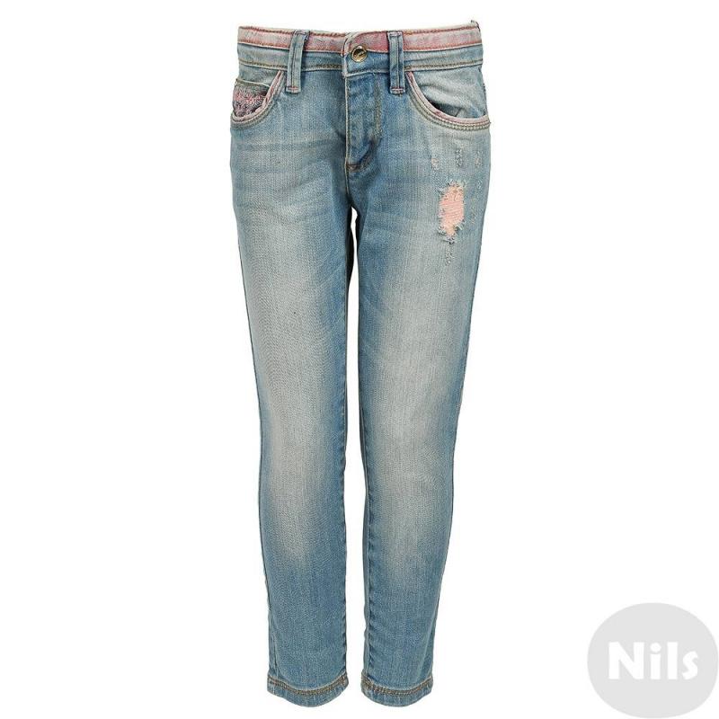 ДжинсыГолубые джинсы марки MAYORAL для девочек. Джинсы с пятью карманами и эффектом потертости застегиваются на молнию и кнопку. Карманы и пояс декорированы розовой отделкой и вышивкой. Пояс регулируется специальными пуговицами на внутренней стороне.<br><br>Размер: 6 лет<br>Цвет: Голубой<br>Рост: 116<br>Пол: Для девочки<br>Артикул: 607961<br>Страна производитель: Пакистан<br>Сезон: Всесезонный<br>Состав: 98% Хлопок, 2% Эластан<br>Бренд: Испания